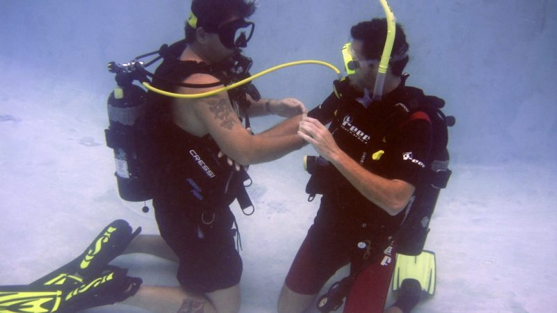 Manuel Antonio PADI Open-water-alt-air-source